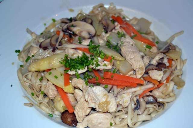 Huhn-Ingwer-Champignons-Nudeln-Karotten-Lauch-1-(1)
