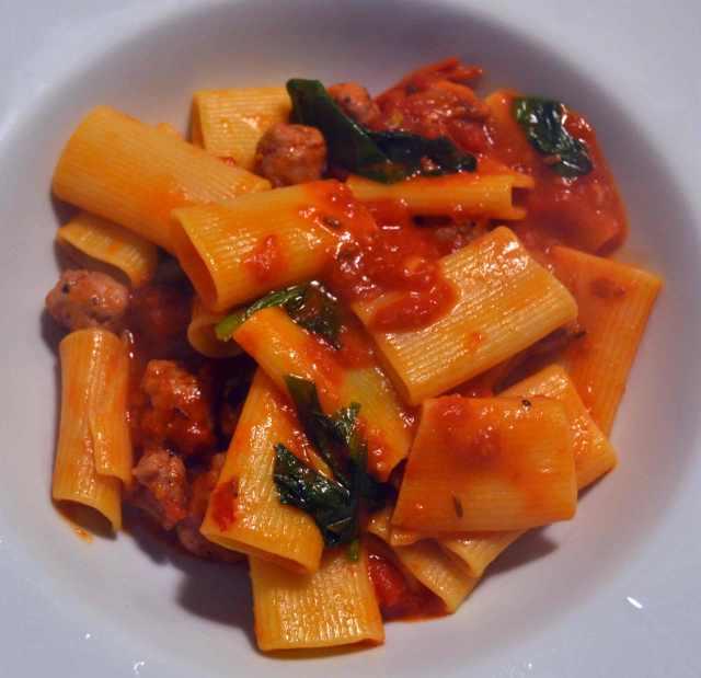 Rigatoni-napoletani-Salsiccia-Fenchel-Bärlauch-Tomate