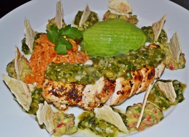 Hähnchenbrust Avocado spanischer Reis Guacamole Salsa Verde 2