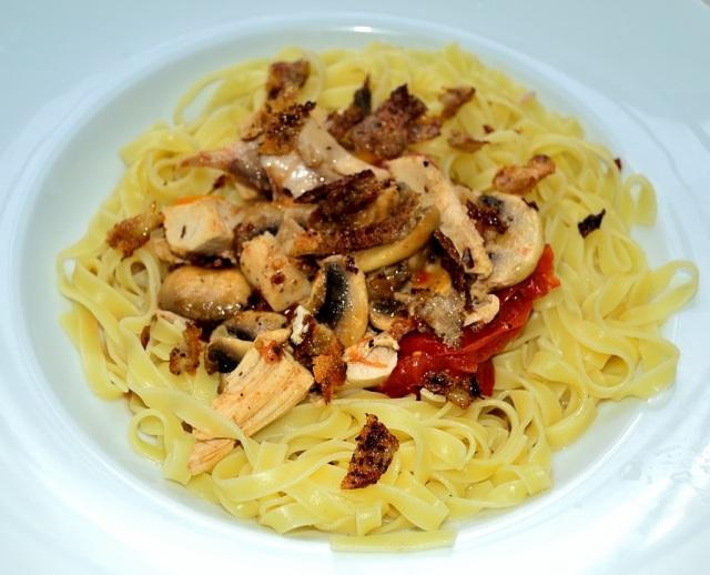 Tagliatelle Huhn Champignons Chili Hühnerhaut 2