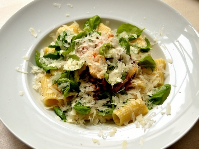 Tortiglioni Artischocken Oliven Chorizo Tomaten Basilikum Parmesan 5