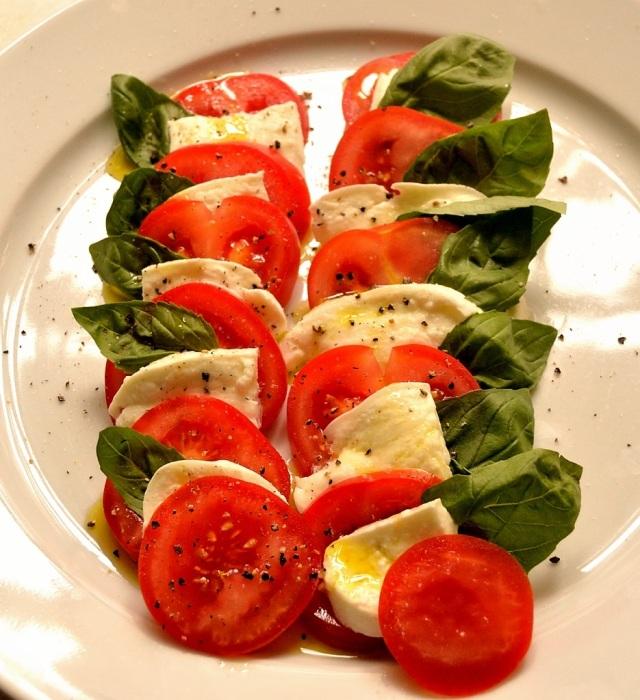Essen mit Dipps und Bällchen 2